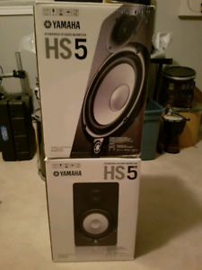 Pair of Hs5 Yamaha studio monitors