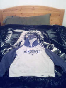 2 xl pull over vancouver canucks