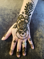 Get beautiful henna tatto at very affordable price