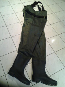 HUNTING/FISHING BUSHLITE CHEST WADERS SIZE 11 Windsor Region Ontario image 1
