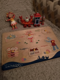 Wooden puzzle and small toys