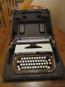 Smith Corona 1960's Classic 12 Typewriter