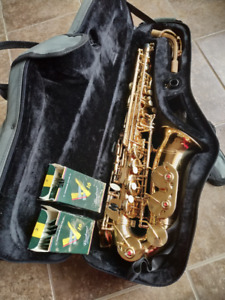 Alto Saxophone - excellent used condition, looks new - with case