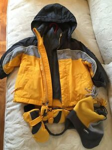 Enfant/kids size 3; Winter jacket with hat and gloves  West Island Greater Montréal image 3