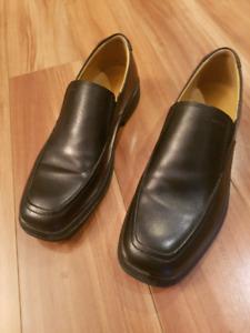 Chaussure Geox en cuir neuves. Grandeur 6 homme
