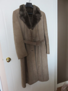 LADY'S SHEEPSKIN SUEDE COAT AND BOOTS