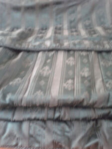 100% satin queen bed set. Paid $300+ tax.