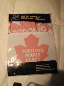 NHL Maple Leafs Apron and Oven Mitt Set - New in Package
