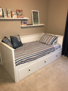 HEMNES Daybed (never used, show home furnishings)
