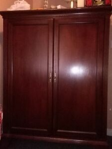 Mahogany cabinet in perfect condition that needs to go ASAP