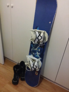 Youth 130' Snowboard and Size 3 boots