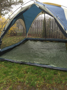 Large lightweight screen shelter