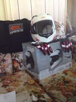 Size L helmet and 11 XL gloves
