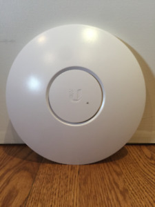 Unifi UAP-LR 2.4 GHz Long Range Access Point, with POE Injector