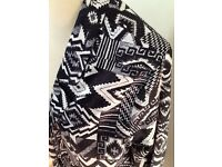 Black & white print lightweight jacket pristine 18