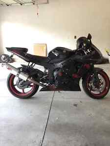 2006 Yamaha R6 perfect condition(Black and Red) Windsor Region Ontario image 3