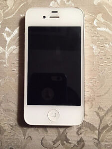 2 iPhone 4s - 16GB - (Bell Mobility) and (Telus)