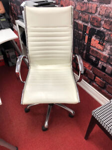 WHITE LEATHER OFFICE CHAIRS - 5 TOTAL