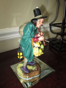 ROYAL DOULTON FIGURINE THE MASK SELLER