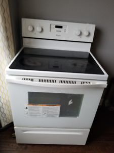 Whirlpool electric stove range - very good condition