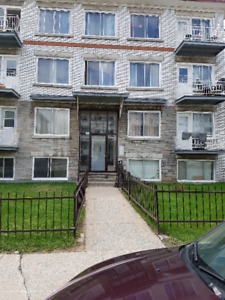 5 1/2  semi sou sol for rent chomedey pour 1er septemnbre