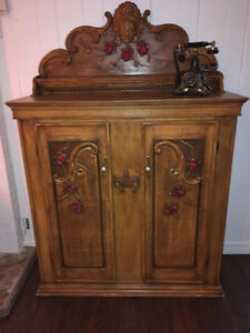 Superbe Meuble style reproduction antique