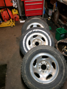 (4) 1999 f150 2wd rims with tires on them $175