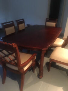 Gorgeous 8 pc Dining Room Table