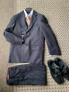 Habit 5 pièces (gr 7) + souliers en cuir (gr 2)