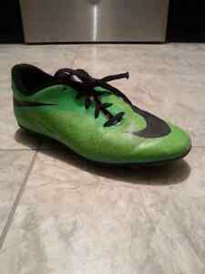Outdoor soccer shoes cleats