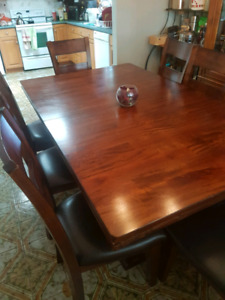 Beautiful dining table and 8 chairs