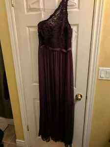 Beautiful long dress size 8 worn once.