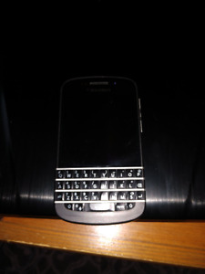 Blackberry Q10 - Unlocked - Comes with Otterbox Case