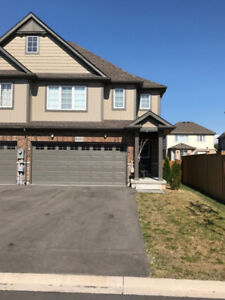 End  unit freedhold 2 yr old -3 bed&3 bath townhouse in Niagara