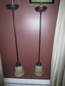Lampe sur tige 5$ chacune, vendue ensemble.