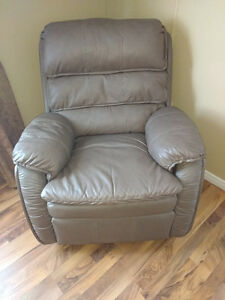 NEW QUALITY LEATHER RECLINING CHAIR