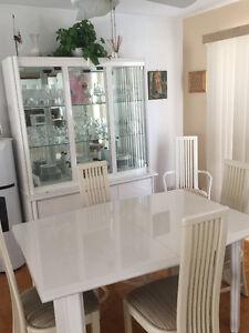Tables de cuisine et vaissellier
