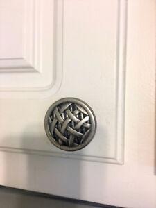 Cabinet door pulls