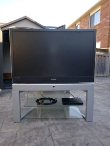 """Samsung 50"""" screen,blue ray player,HDMI cable,Milon,"""