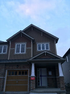"""Corner 3 Bedrooms Town Home Near UOIT For Rent"""