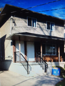 Western Students - group of 4 for rental at Wharncliffe & Oxford
