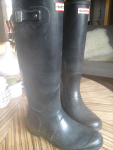 Black Hunter boots size 8 -8 1 /2