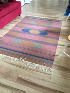 Dhurrie rug with fringed edges