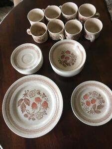 40 pce. Dinnerware Set