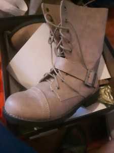 RARE - BRAND NEW COMBAT BOOTS FOR SALE!