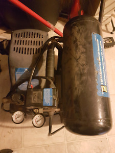 2hp 3.5gal twin stack air compressor