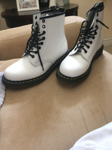 Brand new Mens Dr. Martens Air-cushion sole 1460 Boot Size 8