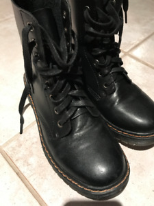 Bottes Chelsee Girl - style militaire