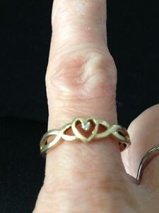 Diamond chip Accent Heart 10 K gold Ring London Ontario image 2