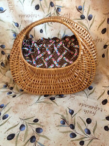 Antique Sewing ,yarn basket.  Antique panier à couture ou laine.
